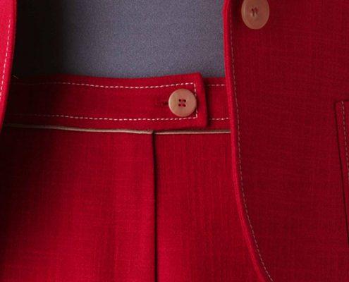 Konni Lach Masskonfektion-Anzug-Bund-Paspel-Detail-rot